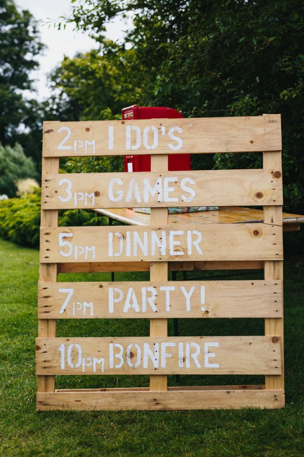 15 Wooden Pallet Wedding Ideas rockmywedding.co.uk - johnhopephotography.com
