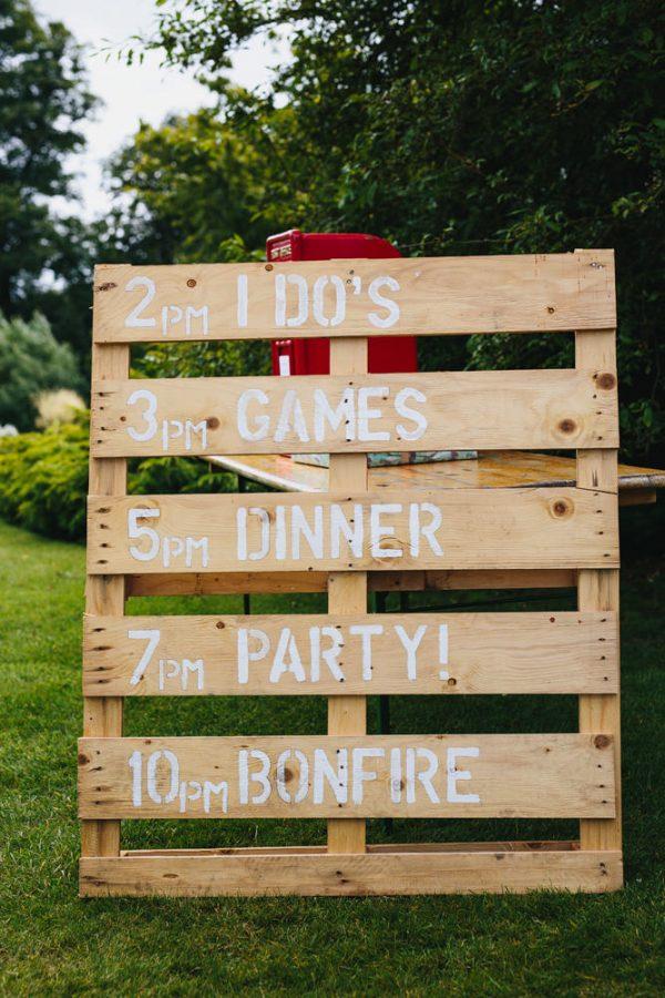 15 Wooden Pallet Wedding Ideas rockmywedding.co.uk - johnhopephotography.com