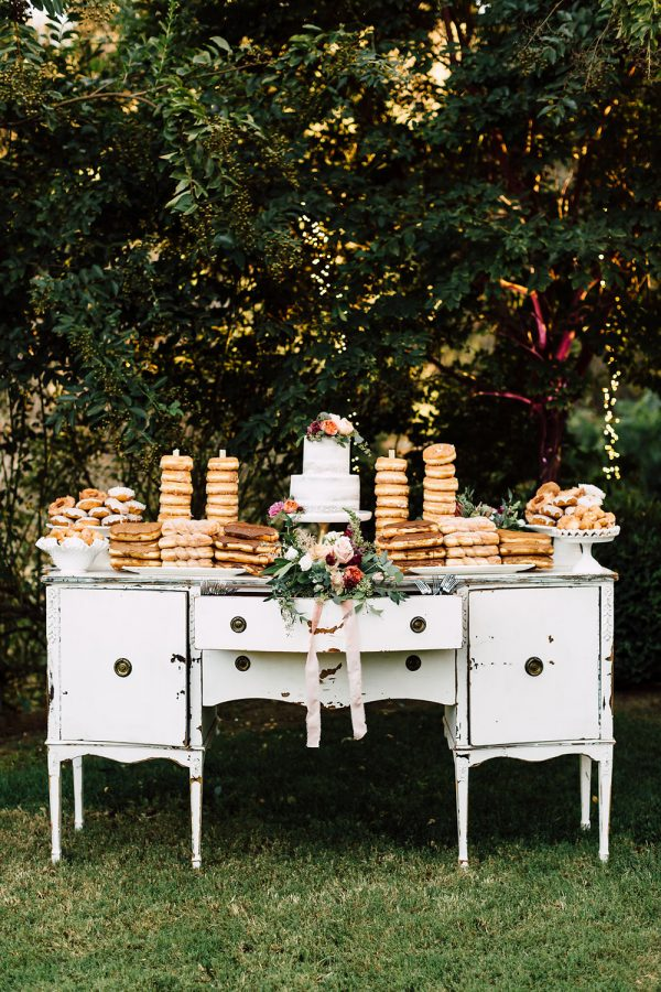 Summer Wedding Dessert Tables - Ideas and Inspiration A California Garden Wedding with Romantic Florals - photo by Plum and Oak http://ruffledblog.com/a-california-garden-wedding-with-romantic-florals