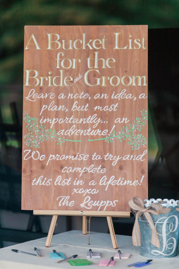 Alternative Guest Book Ideas for Summer Weddings bridalmusings.com - courtneystockton.com
