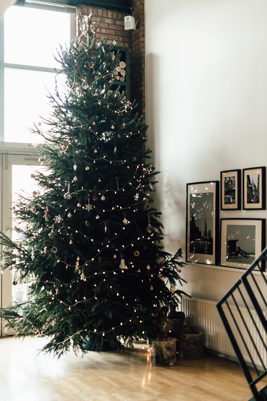 Industrial Living loft apartment Large Huge Christmas Tree (1)