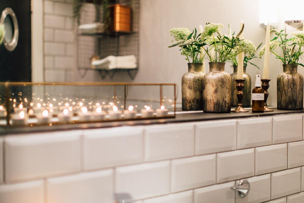 Industrial Living loft apartment bathroom (2)
