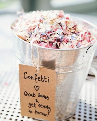 ways to present confetti at wedding ceremony