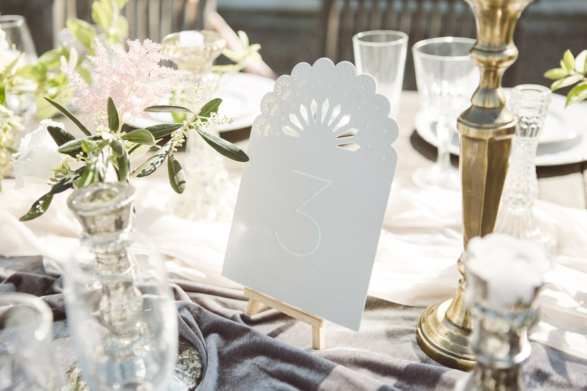 table numbers on mini easels french wedding ideas