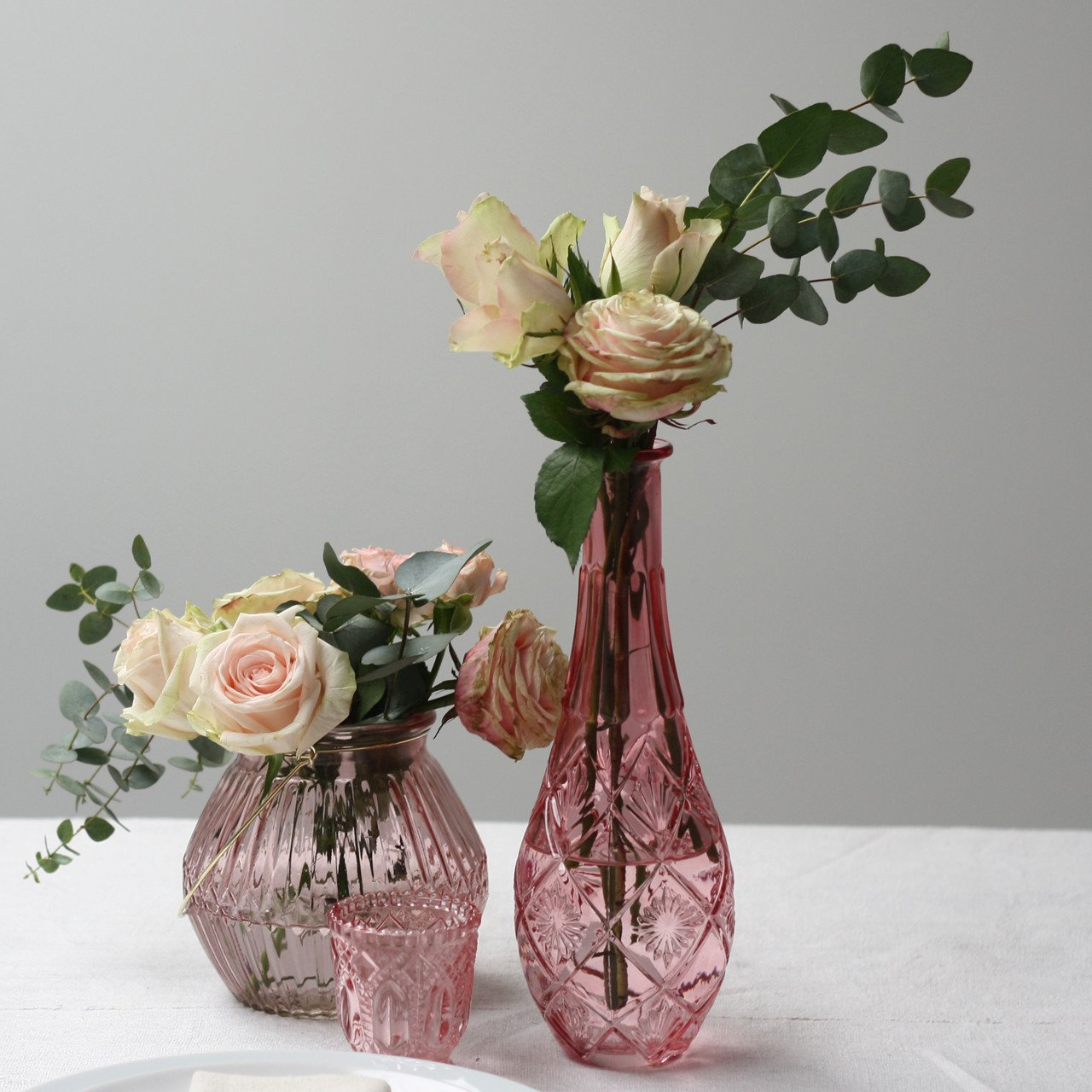 Pink glass vases for weddings