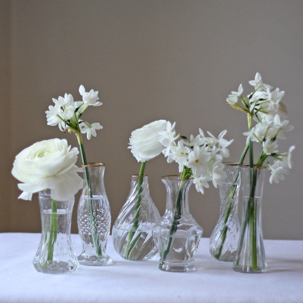 Clear_Glass_vases_with_gold_rims_for_weddings