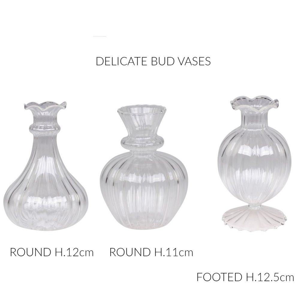 Delicate_bud_vases_wedding_centrepieces_wedding_styling