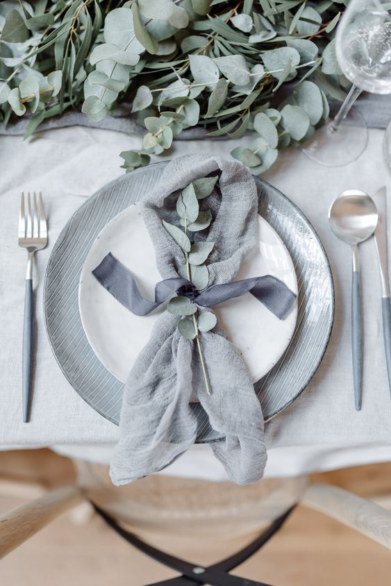 silk ribbons wedding styling ideas - napkin decorations